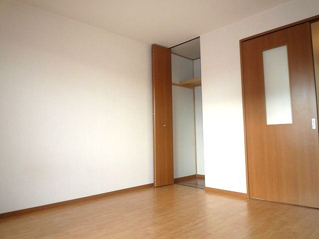 洋室広々♪脱衣室に独立洗面台も完備!! 10321 ヴィラソレイユ